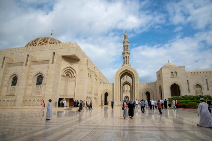 Mezquita del sultán Qaboos Mascate Omán (Journaway Rundreisen Unsplash)