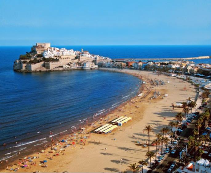 Peñíscola playas y casco antiguo con castillo Papa Luna