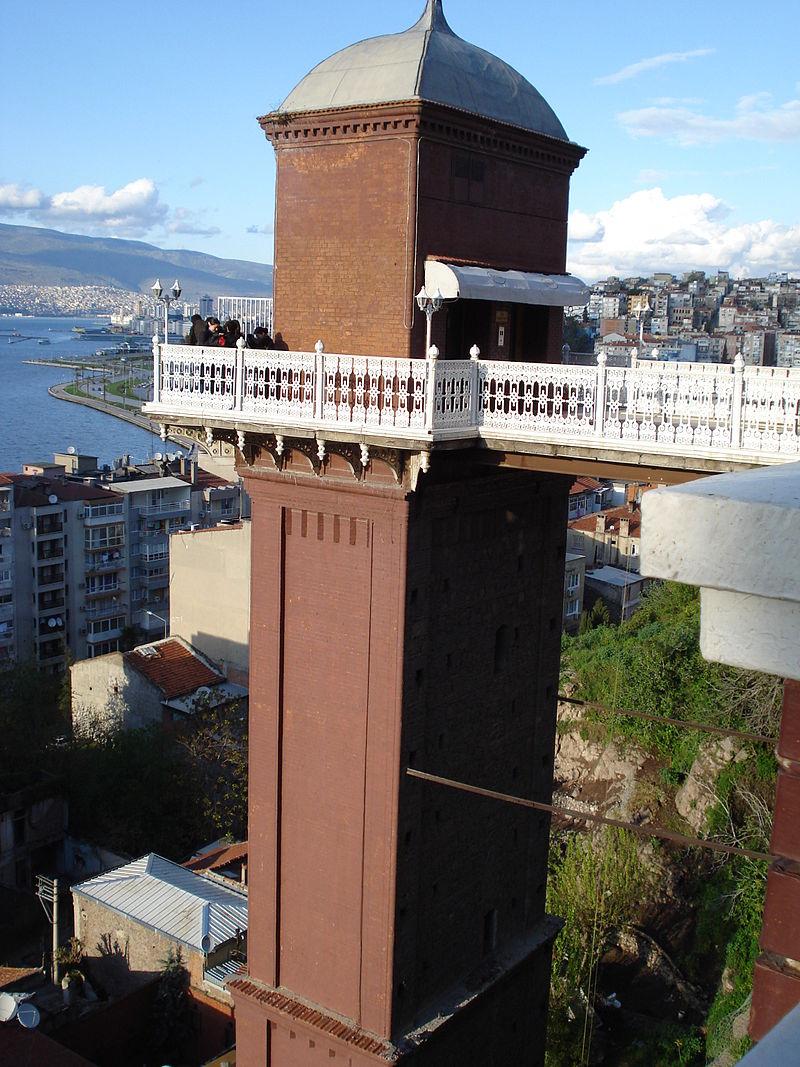 Torre Asansor yandan en Esmirna Turquía