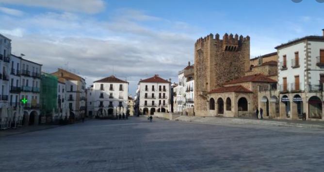 Torre de Bujaco en la Plaza Mayor de Cáceres